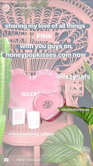 Blogger Honey Pop Kisses