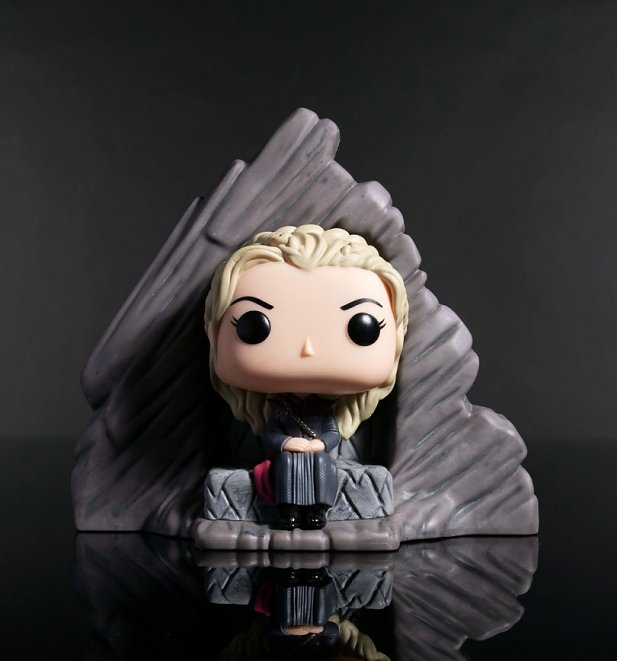 Funko Pop! Game Of Thrones Daenerys Dragonstone Throne Vinyl Figure
