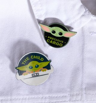 Star Wars The Mandalorian Baby Yoda Set of Two Badges