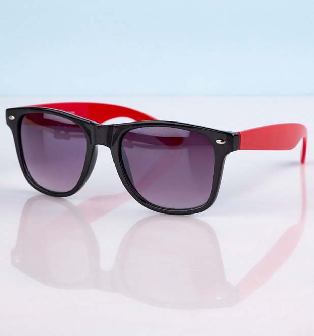 Way Farer Sunglasses With Black Frame and Red Arms
